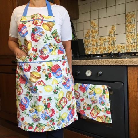 Купить кухонный фартук и полотенце в украинском стиле. Рисунок варенье и баночки, ручная работа, комплект